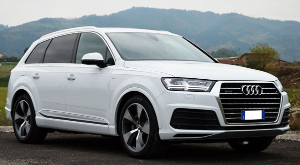 Rent a  Audi Q7 in Italy